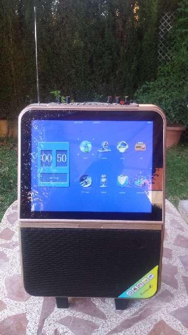 Imagen Altavoz con pantalla autentico karaoke con letras de las canciones y dos microfonos