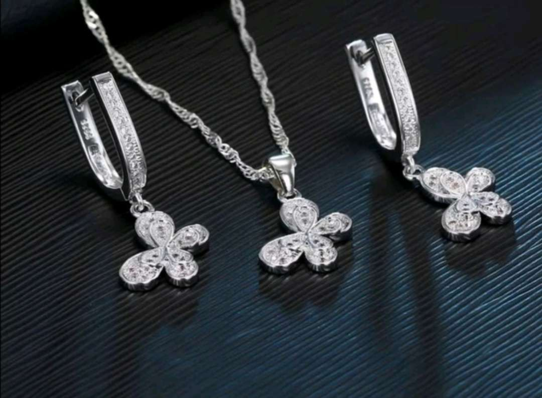 Imagen Colgante y Pendientes de Mariposas de Plata 925, el regalo ideal