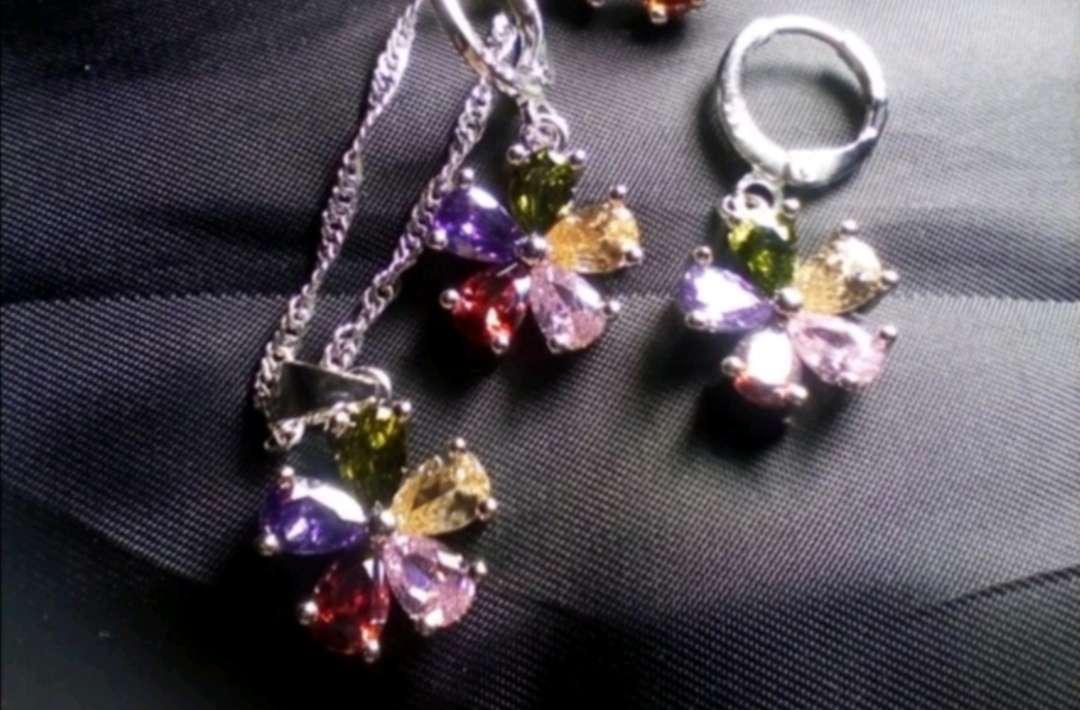Imagen producto Colgante y Pendientes Flores de Colores de Plata, el regalo ideal  3