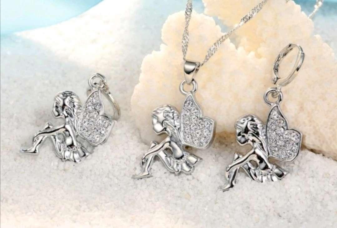 Imagen Colgante y Pendientes de Hadas de Plata, el regalo ideal