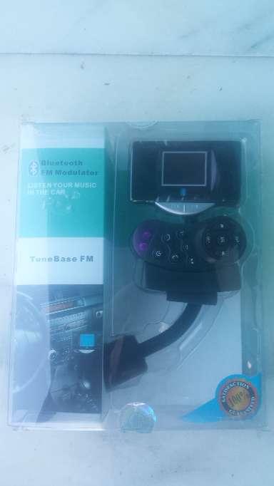 Imagen producto Manos libres bluetooth para llamadas en el coche dos piezas FM transmiter 5
