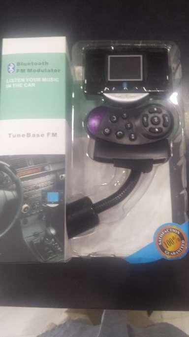 Imagen producto Manos libres bluetooth para llamadas en el coche dos piezas FM transmiter 6