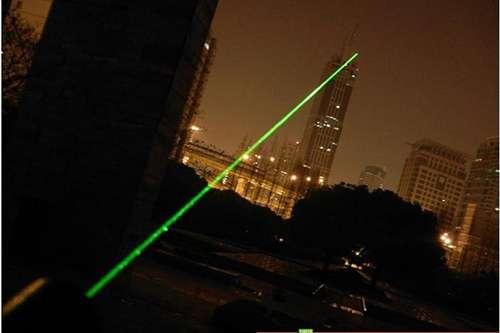 Imagen producto Puntero laser con zoom de 300 miliwatios con bateria recargable y llave de seguridad color verde 9