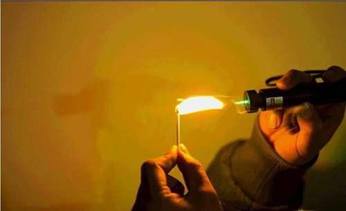 Imagen producto Puntero laser con zoom de 300 miliwatios con bateria recargable y llave de seguridad color verde 8