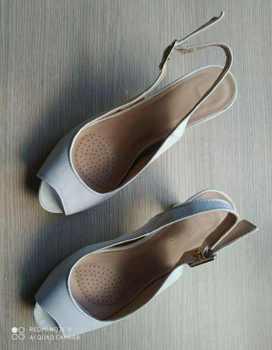 Imagen Zapatos blancos número 37