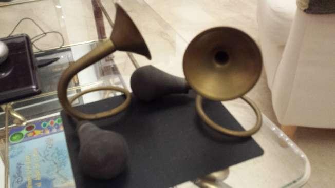 Imagen Bocinas antiguas de metal Dos piezas