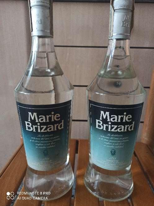 Imagen Dos botellas antiguas de Marie Brizard