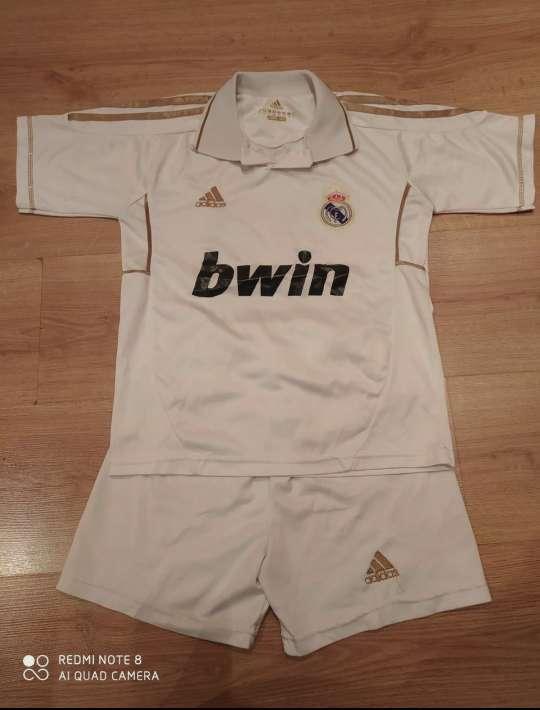 Imagen Conjunto deportivo Real Madrid 12 años