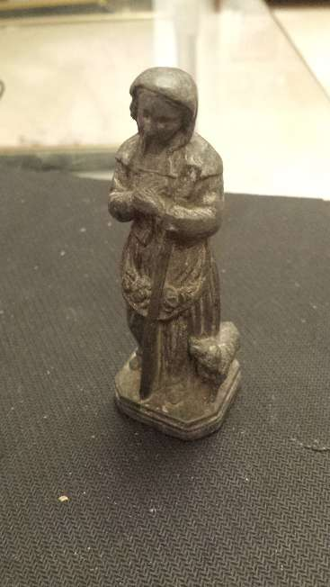 Imagen producto Escultura muy antigua Divina Pastora hecha de Peltre 2