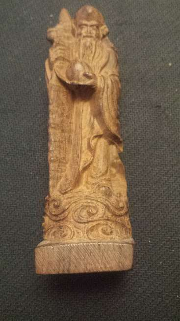 Imagen producto Escultura talla china en madera noble de 12 cms. altura 4