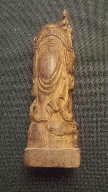 Imagen producto Escultura talla china en madera noble de 12 cms. altura 2
