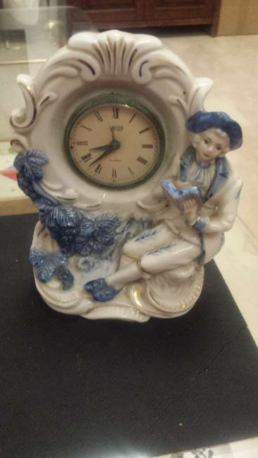 Imagen Reloj de cuerda y figuras de porcelana Siete piezas