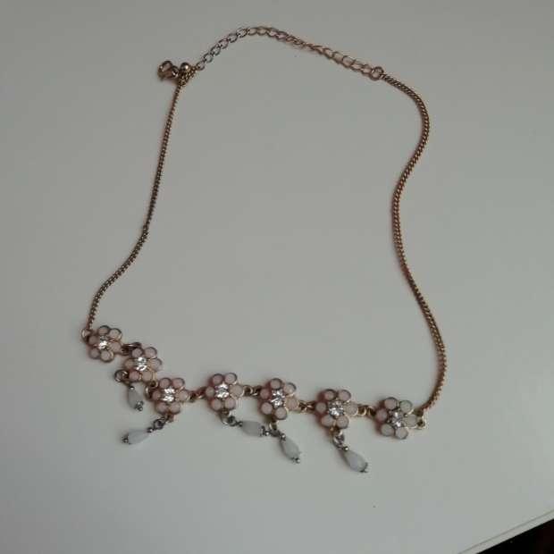 Imagen Collar rosa y dorado con flores mini color rosa