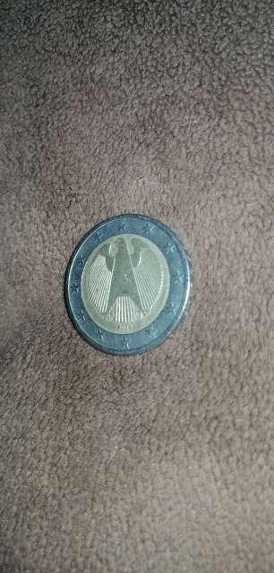Imagen Monedas de 1 euro y 2 euros con el raro signo de búho