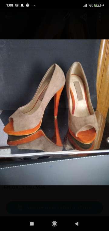 Imagen zapatos de señora tacón alto