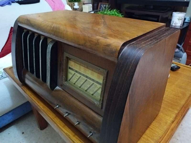 Imagen Radio antigua grande