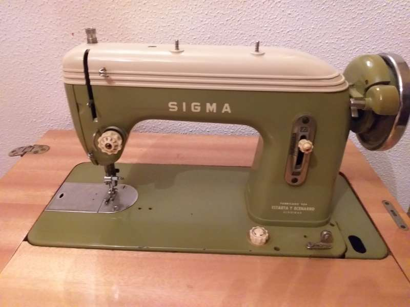 Imagen producto Maquina de coser antigua 3