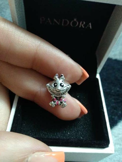 Imagen charm gato Alicia en el país de las maravillas Pandora disney