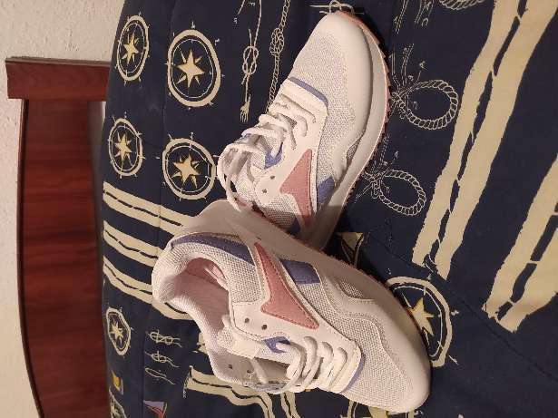 Imagen Zapatillas deportivas talla 37