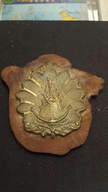 Imagen Medallon antiguo de bronce Virgen del Rocio