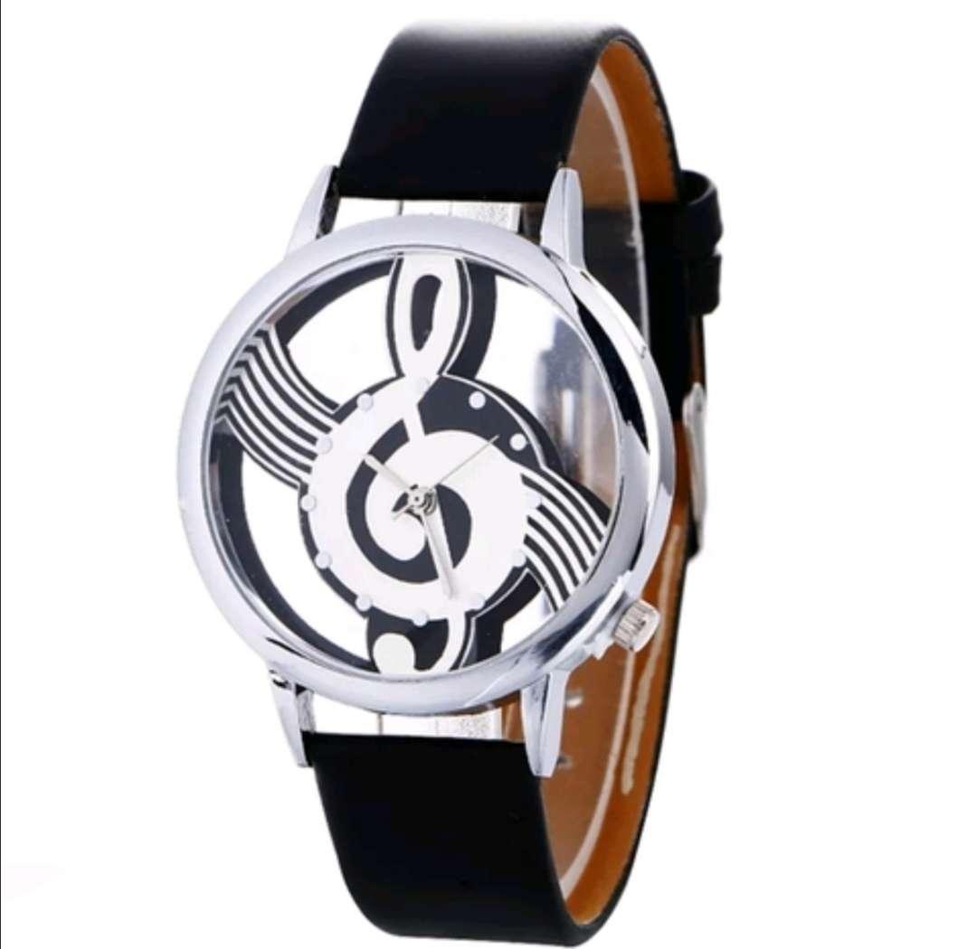 Imagen Reloj Negro de Cuarzo Nota Musical clave Sol, a estrenar