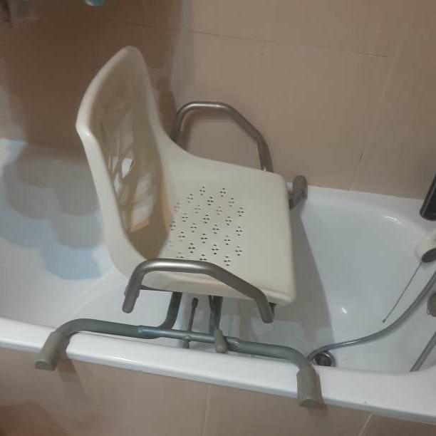 Imagen producto Silla auxiliar de baño 1