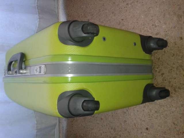 Imagen maleta color limon