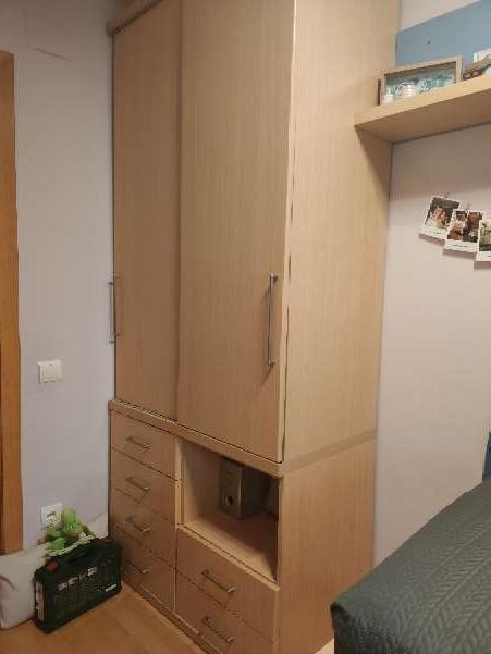 Imagen armario semi nuevo de madera clara de buena calidad