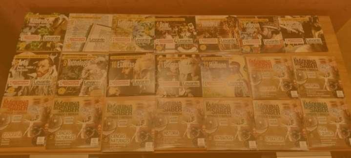 Imagen Enciclopedia temática campus del Levante  12 discos más la máquina del saber aprende y repasa de Levante 11 discos, nuevos, sin usar.