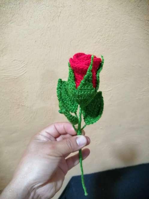 Imagen Rosa roja tejida a crochet