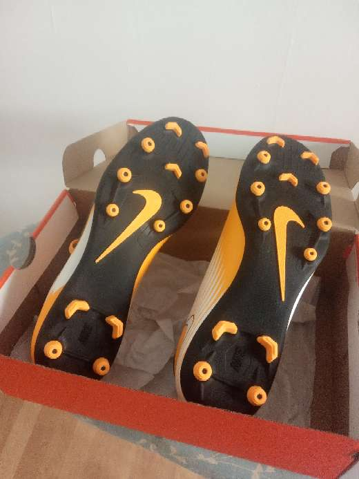 Imagen botas de fútbol Nike
