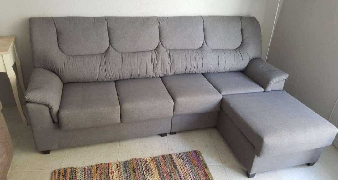 Imagen sofá 4 plazas con pouff color antracita