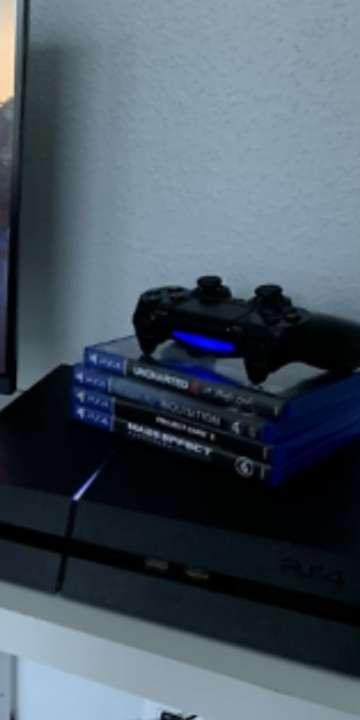 Imagen PS4 con un mando y 4 juegos urge su venta!!