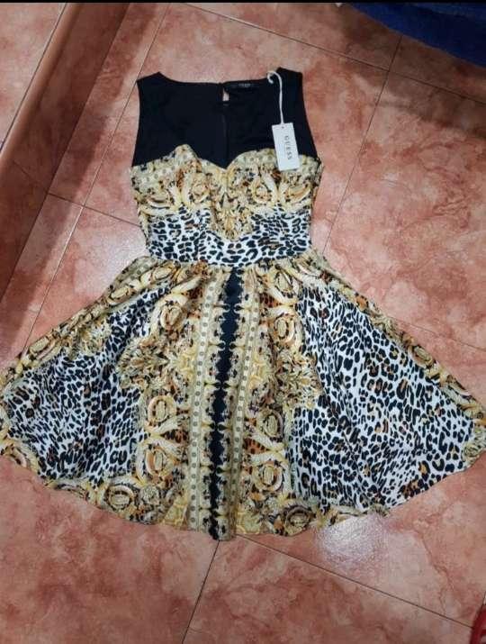 Imagen Vestido Guess, colección Los Ángeles.
