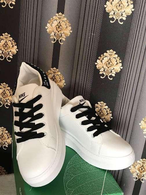Imagen zapatos deportivos