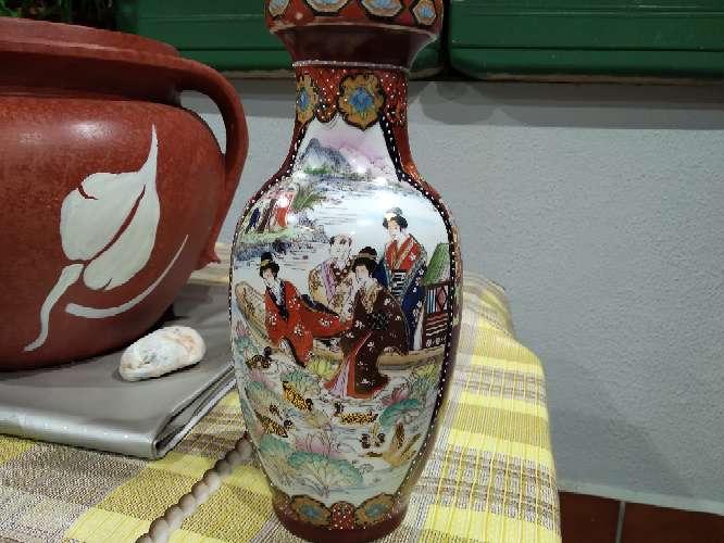 Imagen jarrón porcelana muy bien conservado