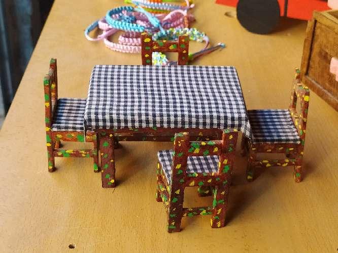 Imagen Vendo mesa y sillas