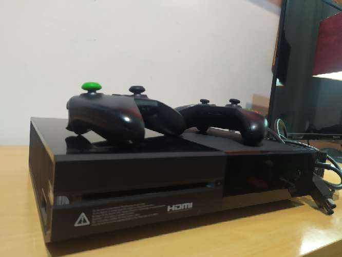 Imagen producto Xbox One + mandos... 2
