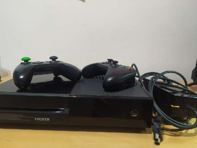 Imagen producto Xbox One + mandos... 1