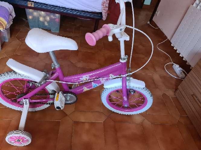 Imagen se vende bicicleta de niña