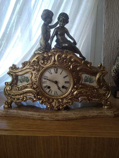 Imagen reloj de bronce funciona con cuerda toca las horas y las medias