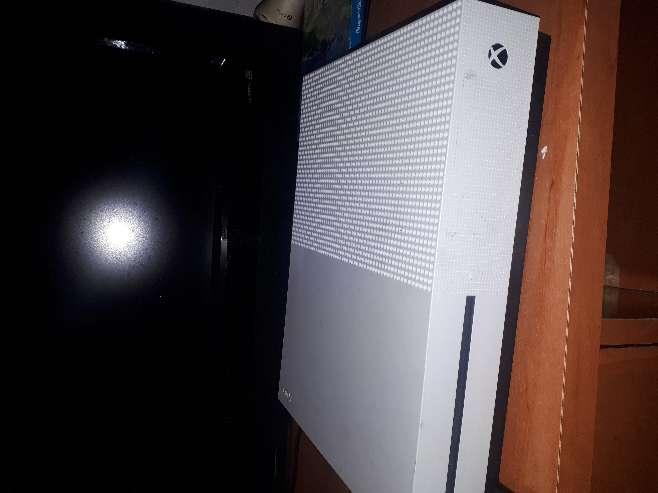 Imagen producto Xbox one con 2 mandos y 3 juegos 1