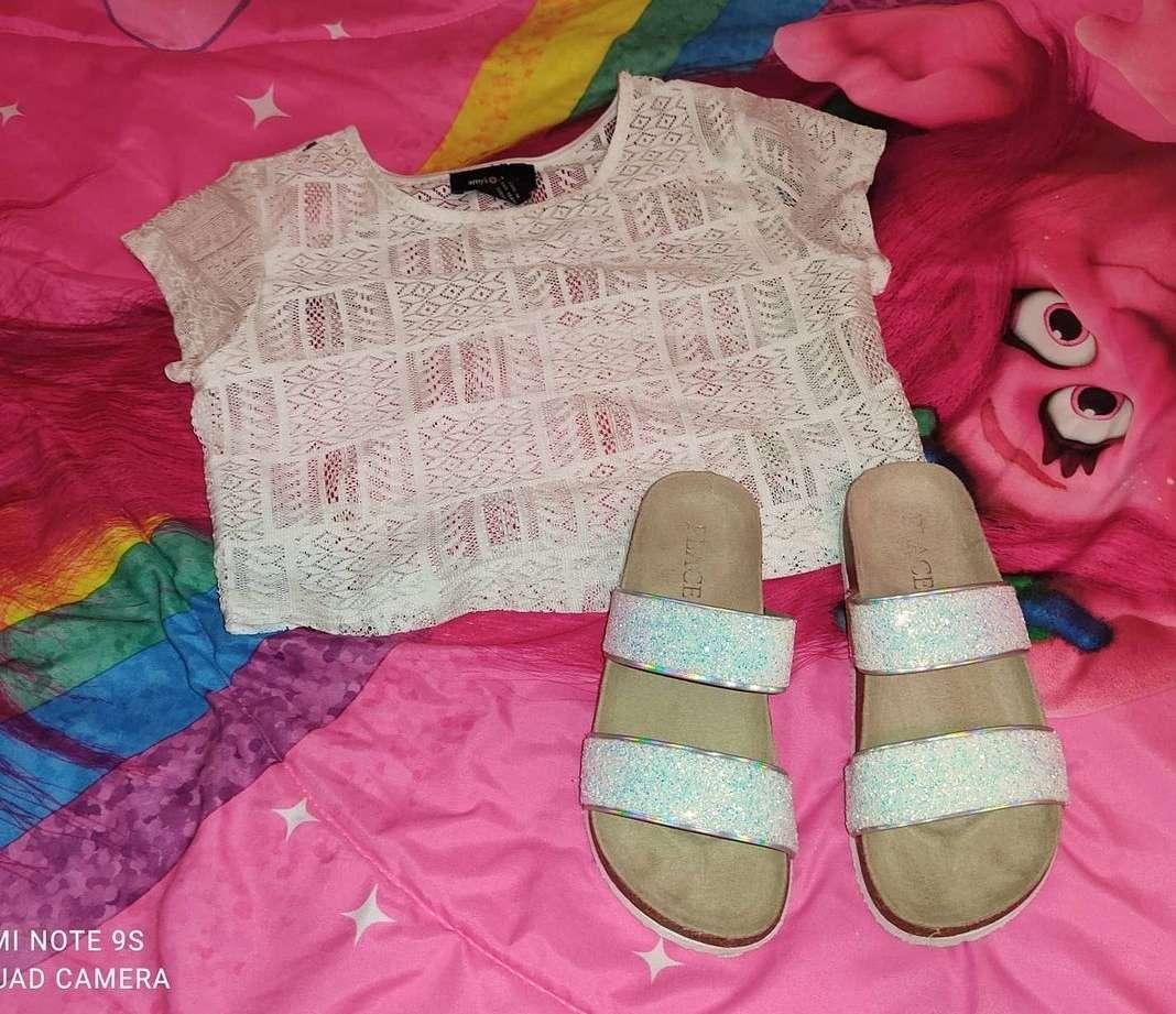 Imagen blusa y sandalias de niña