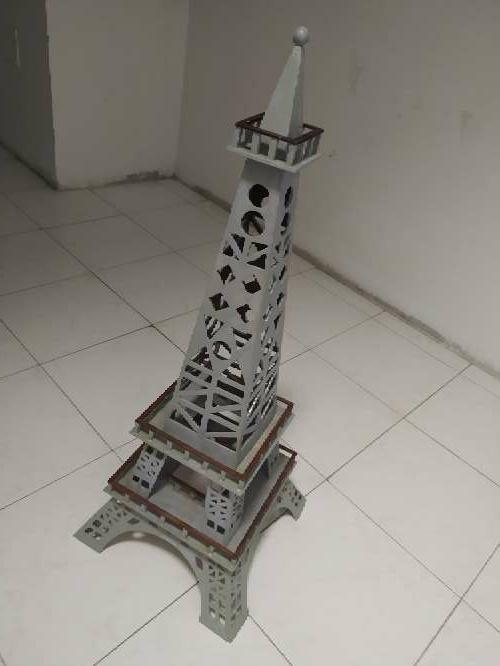 Imagen producto Vendo Torre Eiffel grande 1