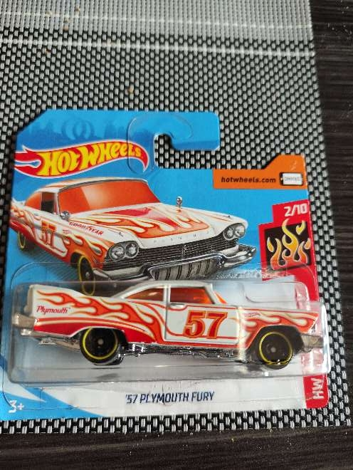 Imagen Hot Wheels '57 Plymouth Fury naranja 2/10 HW Flame