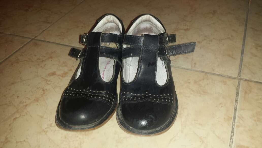 Imagen zapatos escolares