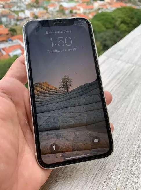 Imagen iPhone 11 Blanco con 128 GB de almacenamiento interno y 4 de memoria RAM