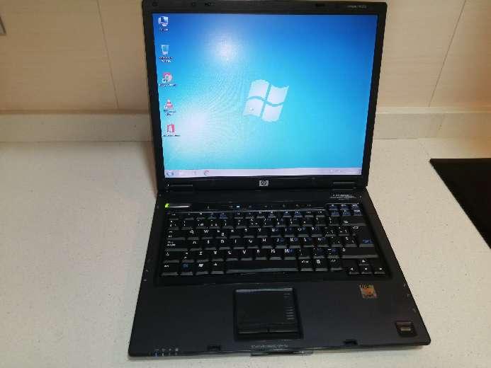 Imagen Ordenador portátil HP Compaq con Windows 7 y Paquete Office instalado.