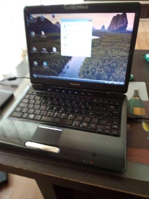 Imagen ordenador portátil marca Toshiba