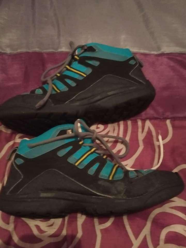 Imagen botas de monte azules número 37